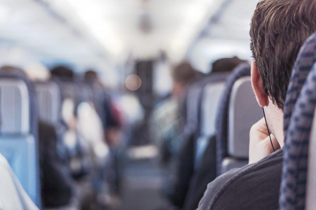 На борту самолёта ~機内. Тематическая подборка лексики